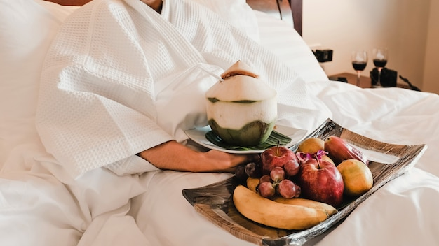 Picture of tourists eating fruits on the bed, health food concept.