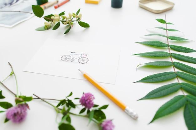 鉛筆で緑の植物フレームの写真の自転車