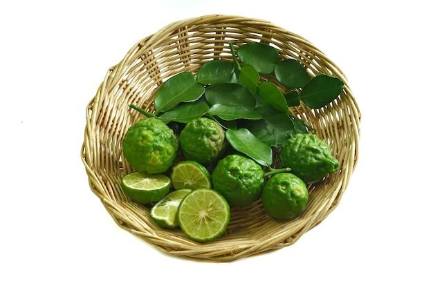 요리 또는 기타 용도로 사용되는 베르가못 과일의 사진