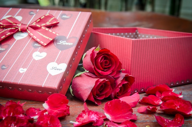 Pictures of roses and gifts for valentine's day.