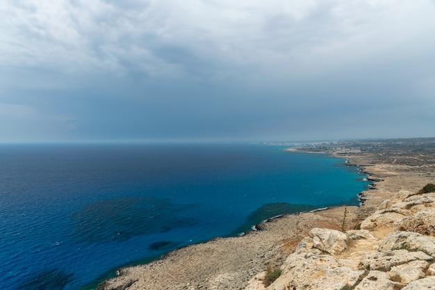 地中海の海岸の美しい湾