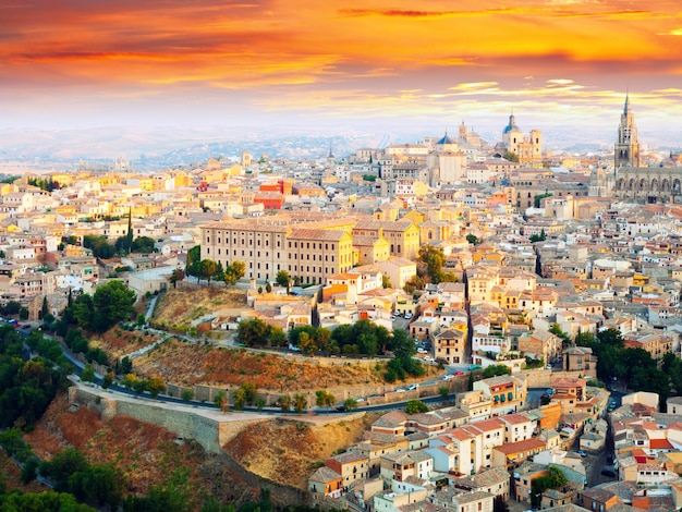 Picturesque dawn view of toledo Free Photo