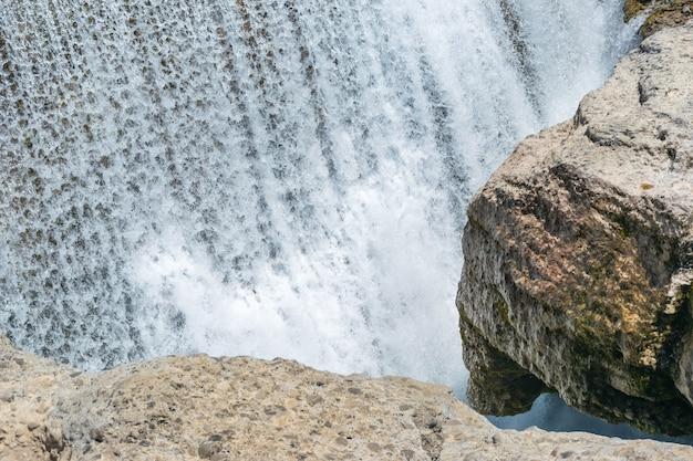Живописный водопад на реке циевна. черногория