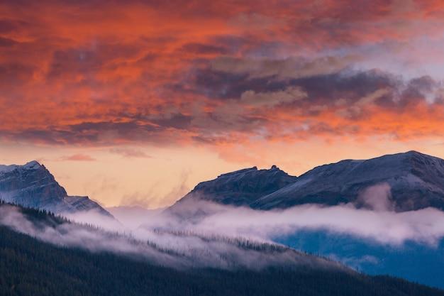 カナディアンロッキーの美しい山の景色