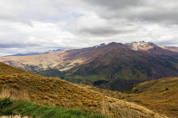 Живописные горы южного острова новой зеландии