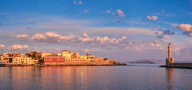 ハニアクレタ島ギリシャの絵のような古い港