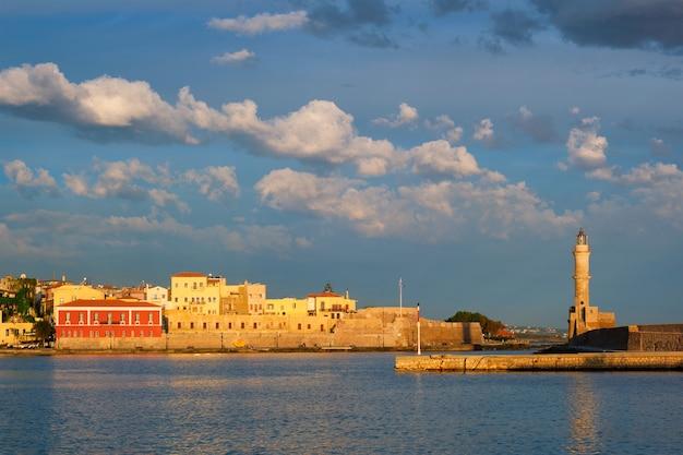 Живописный старый порт ханьи остров крит греция