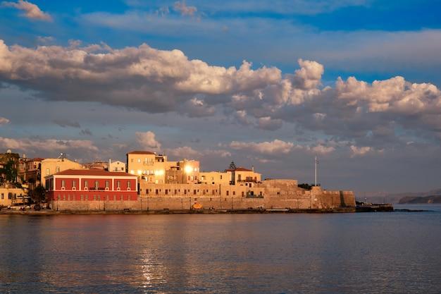 絵のように美しいハニアの古い港クレタ島ギリシャ