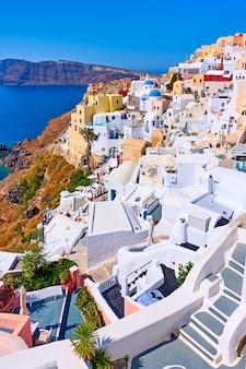 그리스 산토리니 섬에 있는 이아 마을의 그림 같은 탁 트인 전망 - 그리스 풍경