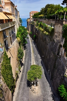 Picturesque sorrento beautiful way to the sea between the rock