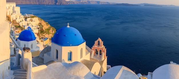 일몰 그리스의 그림 같은 마을 산토리니
