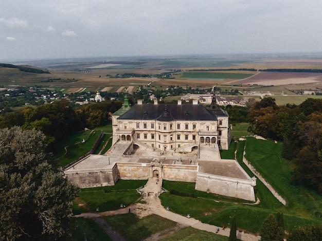 Pidhirtsi、ウクライナ、要塞、quadcopterからの撮影、ドローンアンテナ