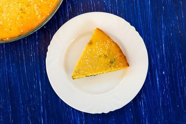 パイと皿の上のパイの一部