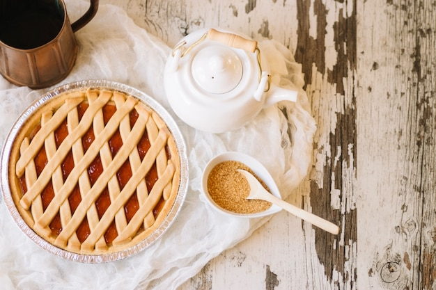 Torta vicino a zucchero e teiera
