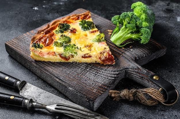 Пирог киш с красной рыбой, лососем и брокколи