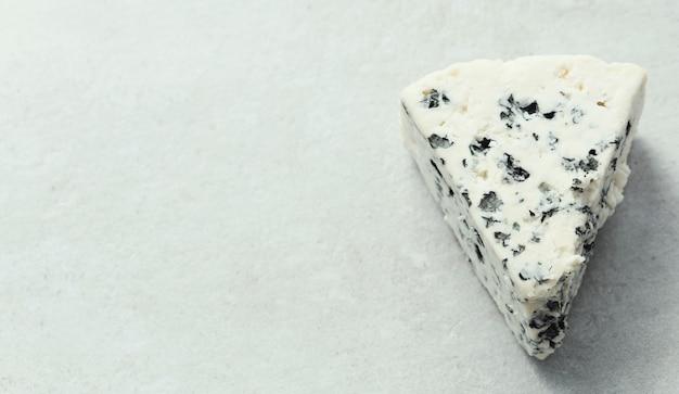 Кусок голубого сыра