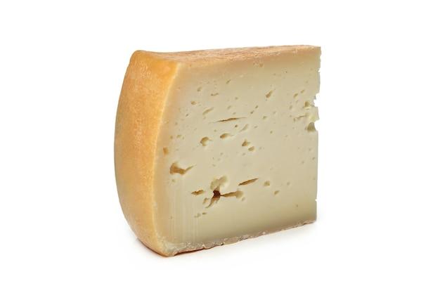 흰색 표면에 치즈 조각
