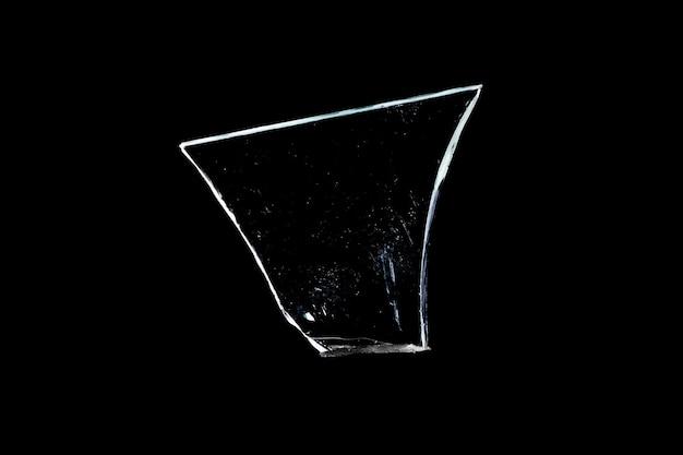 黒に分離された破損したガラス片