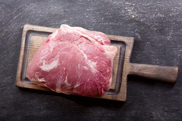 나무 보드, 평면도에 신선한 고기 조각