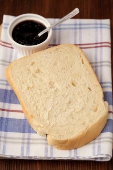 신선한 흰 빵 조각