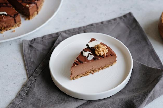 自家製チョコレート生ビーガンケーキ