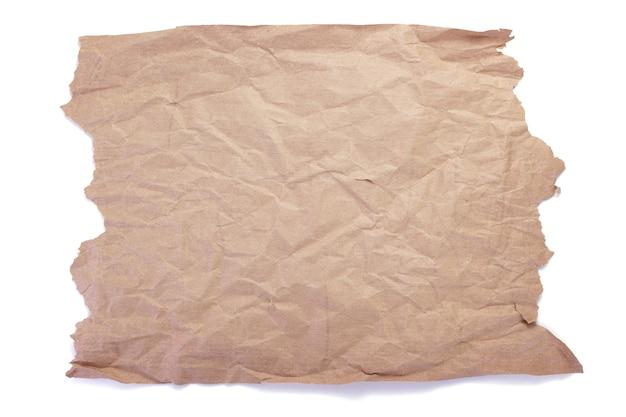 Кусок текстуры мятой или мятой бумаги, изолированные на белом фоне
