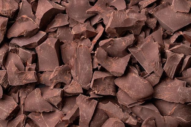 Кусочки шоколада, вид сверху. шоколадный фон.