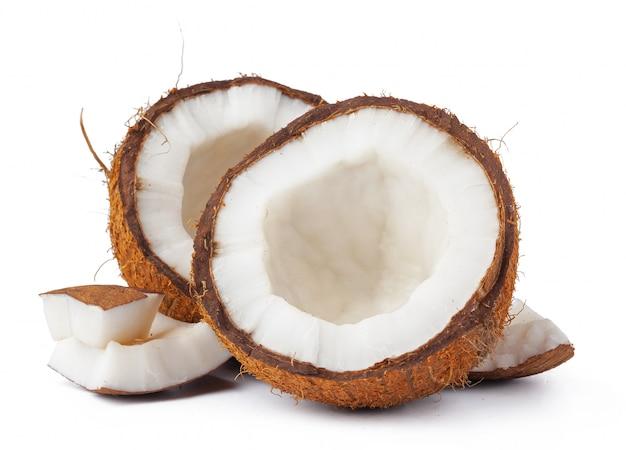 Кусочки кокоса на белом