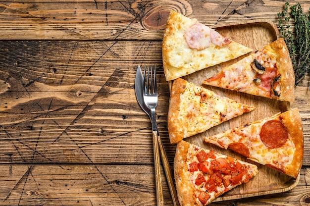 さまざまな種類のさまざまなピザの作品。