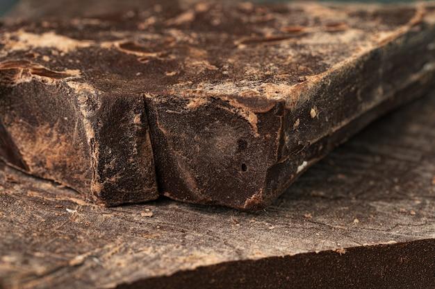 ナチュラルダークチョコレートのクローズアップ写真