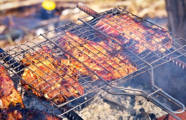 グリルで焼いた豚肉のかけら。