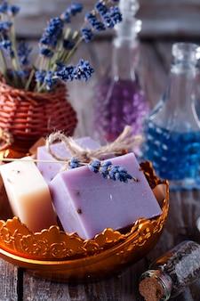 Кусочки мыла в миске