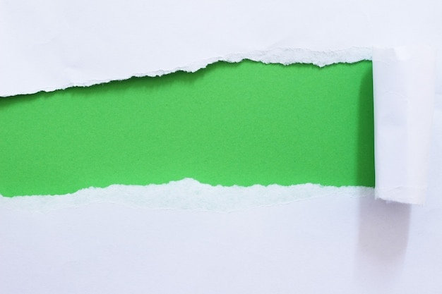 Кусочки рваной бумаги текстуры фона с копией пространства для текста