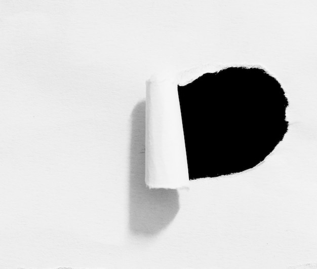 텍스트 복사 공간이 있는 찢어진 종이 질감 배경 조각