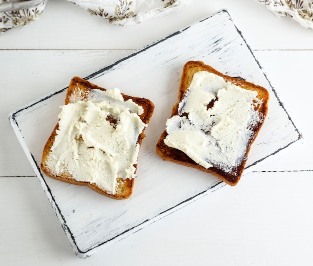 Pieces of toasted bread with soft curd