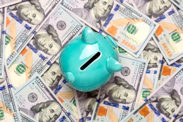 Копилка, банкнота долларов на синем фоне покупка, продажа, инвестиции, банковское дело, кредит, страхование