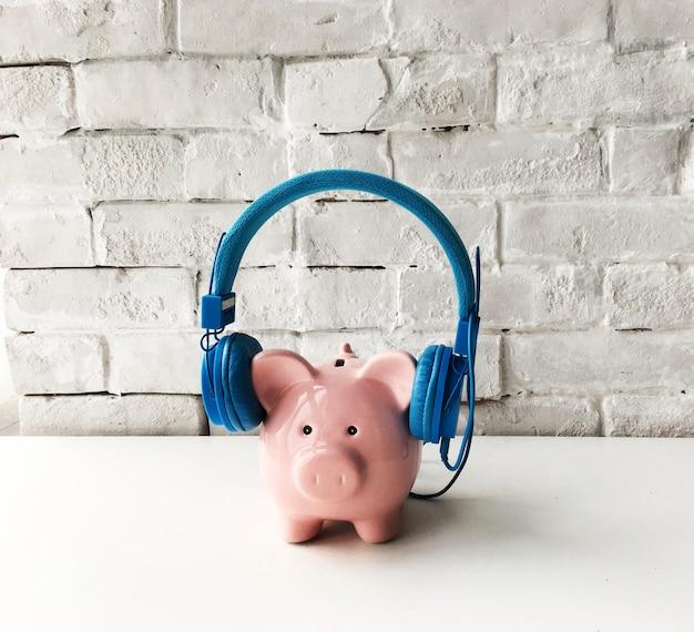 Piggy bank headphones style trend