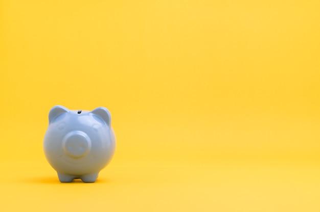 Копилка экономия денег на желтом фоне