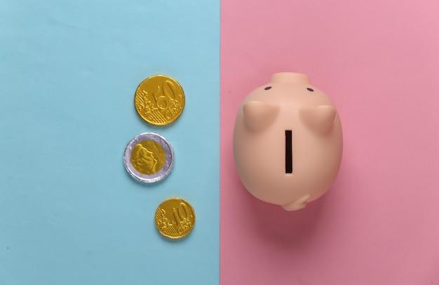 ピンク ブルー パステルにコインを入れた貯金箱