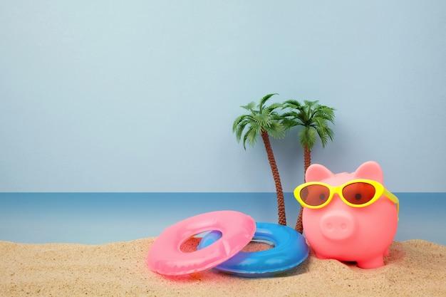 Копилка с очками на пляже