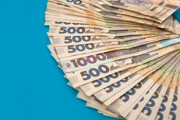금융 배경으로 500 지폐 우크라이나어 돈 더미. uah. 돈과 저장 개념
