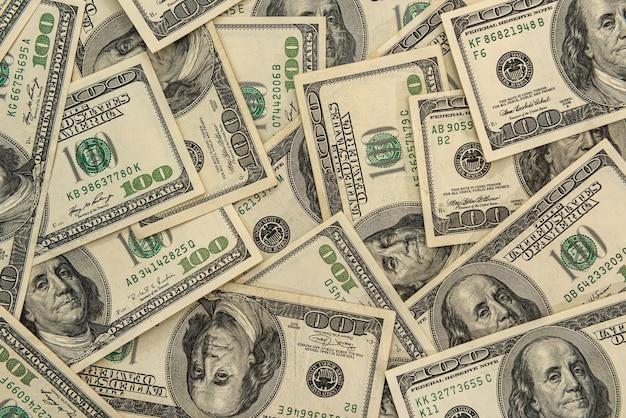 財政的背景としての米ドル紙幣の山。ビジネスコンセプト