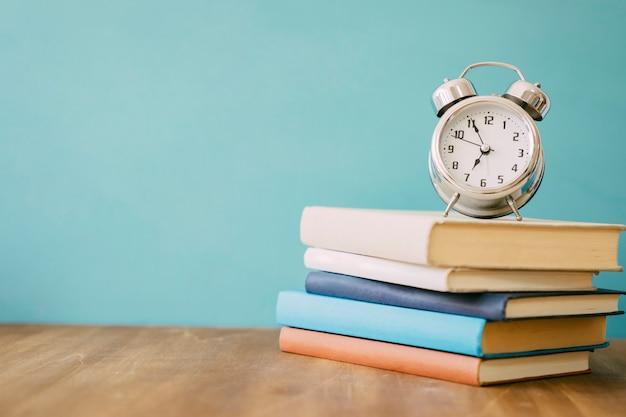 Куча книг и часов