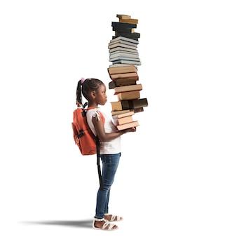 어린 소녀를위한 책 더미