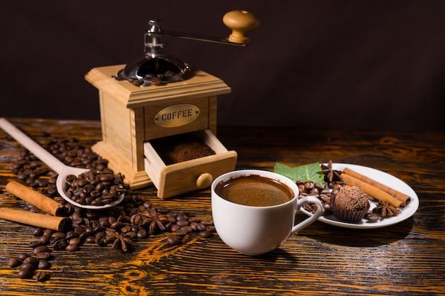 オープングラインダー以外のコーヒー豆の山