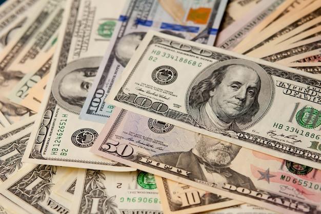달러 지폐 더미