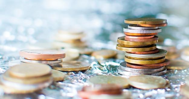 黄金のコインの山銀貨銅貨