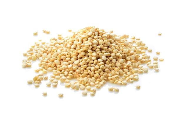 分離された穀物キノア種子の山