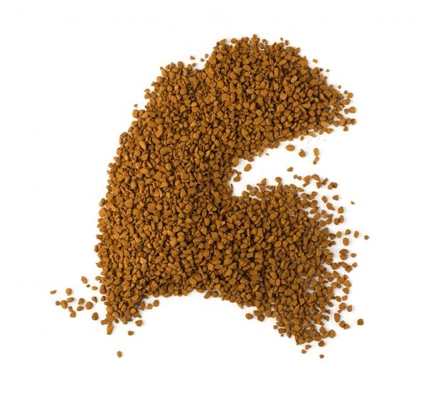 Изолированная куча растворимых кофейных зерен