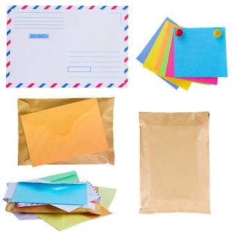 메일, 봉투 및 스티커 더미 흰색 배경에 고립